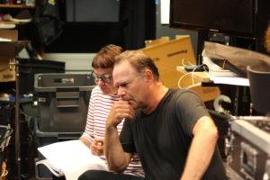 Viime viikolla äänitimme musikaalia varten mm. roolihenkilö Ivanin puhelinviestit. Kuvassa ohjaaja Maiju Sallas ja näyttelijä Lasse Sandberg.